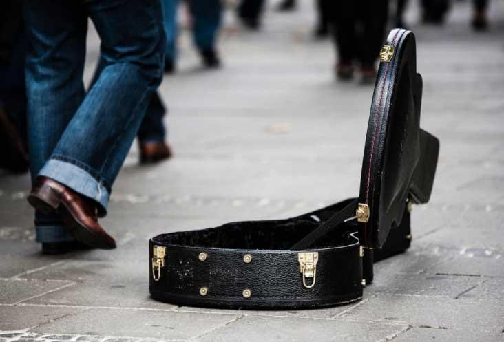 viajar-com-instrumento-musical Dicas para Viajar com Bagagens Especiais