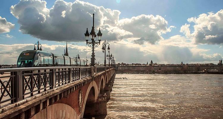 Bordéus-destinos-para-conhecer-na-frança 4 destinos para conhecer na França