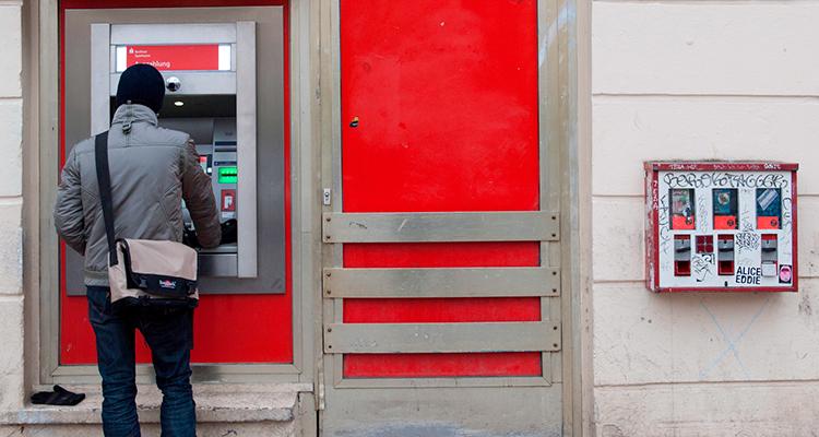 Cartão-de-Débito Dinheiro ou cartão? Qual a melhor forma de levar dinheiro uma viagem internacional