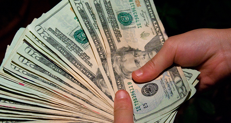 Dinheiro em espécie para sua viajem internacional