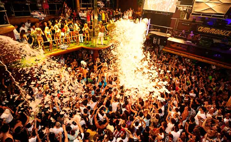 Se render aos encantos de Ibiza