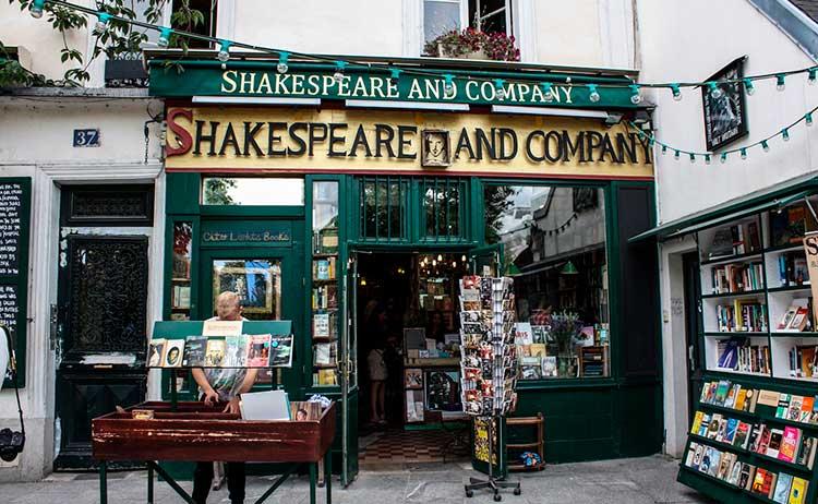 ShakespeareandCompanyFranca 7 lugares no mundo para amantes da leitura