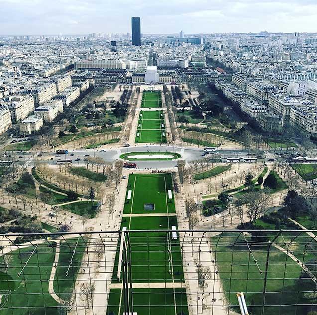 foto_cima_torre_eiffel O que fazer em Paris: saiba tudo