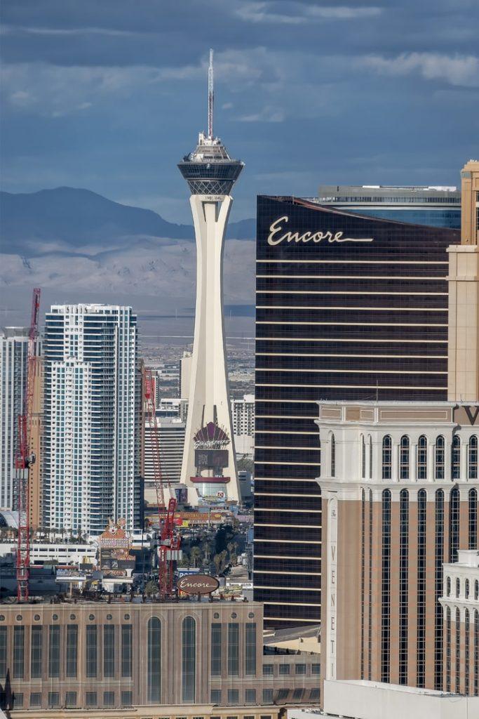Stratosphere-Tower-683x1024 O que fazer em Las Vegas