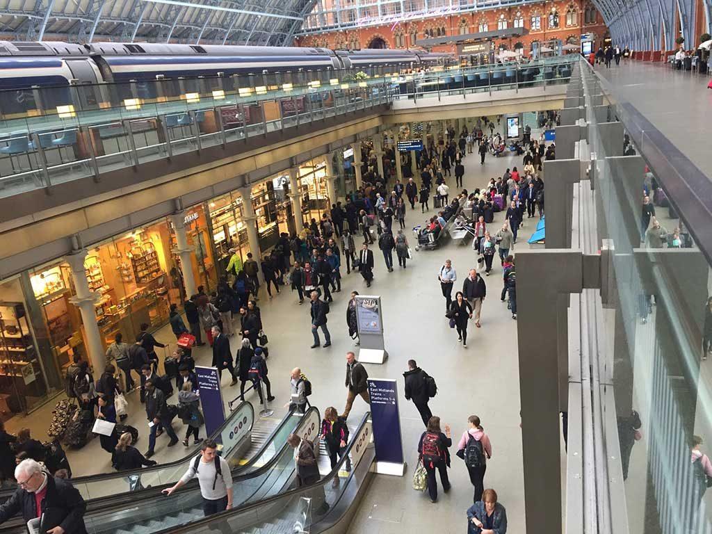 Aeroporto-movimentado-1024x768 Bagagem extraviada: como evitar, causas frequentes e indenização