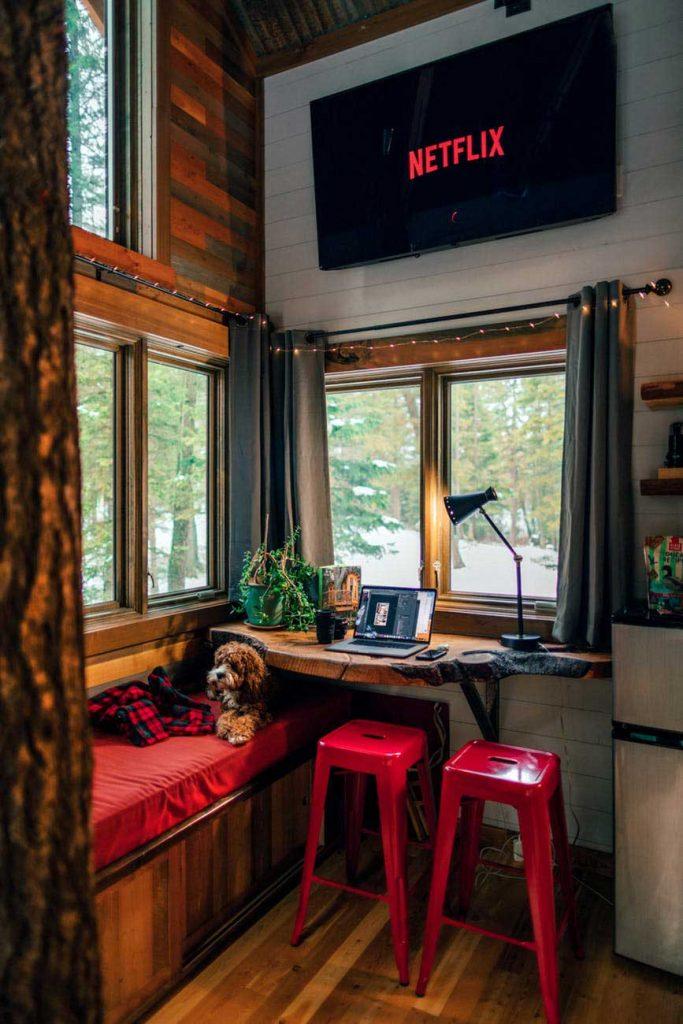 AirBNB-683x1024 Hotel, Hostel ou Airbnb? Qual é a melhor hospedagem?