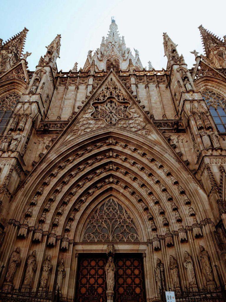 Barcelona-espanha-768x1024 Roteiro Europa 20 dias: 2 roteiros de viagem completos para sua Eurotrip