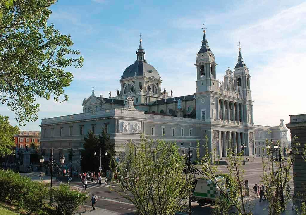 CatedralAlmudena-Madri-1024x720 O que fazer em Madrid em 3 dias: roteiro completo
