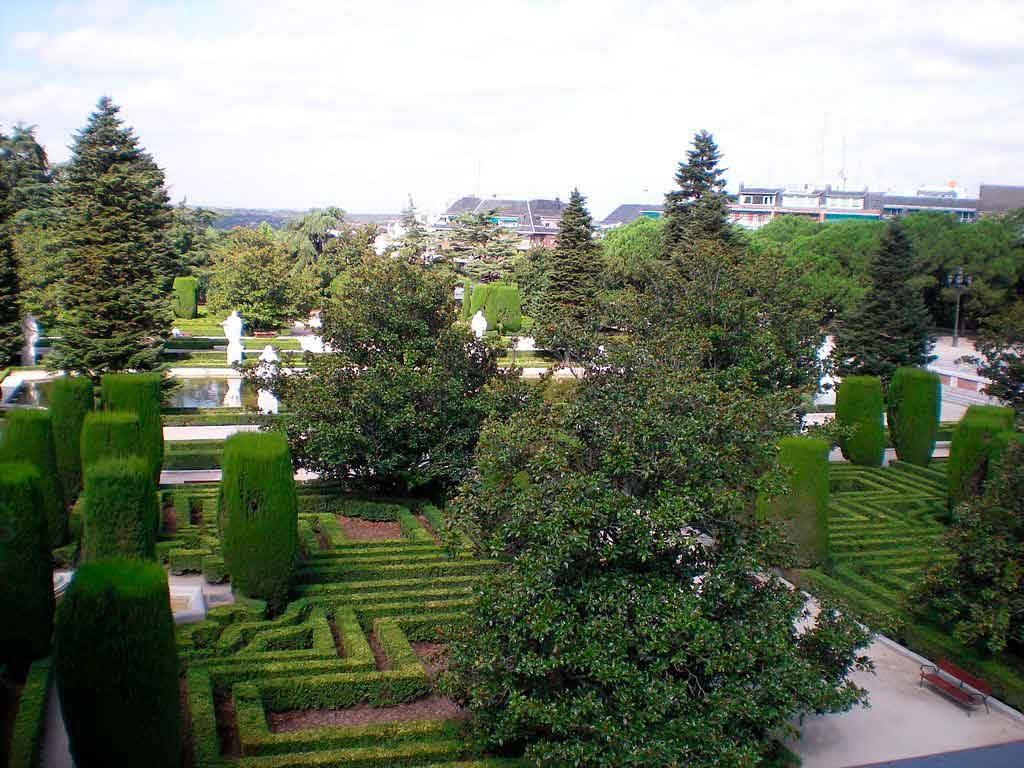 Jardines-de-Sabatini-1024x768 O que fazer em Madrid em 3 dias: roteiro completo