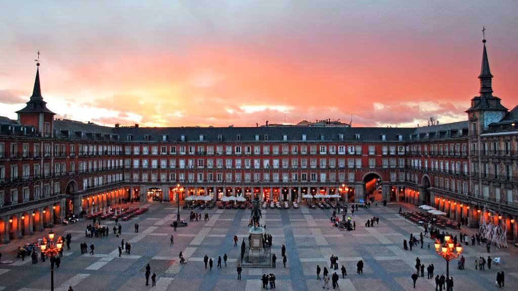 Plaza-Mayor-em-Madrid-1024x576 O que fazer em Madrid em 3 dias: roteiro completo