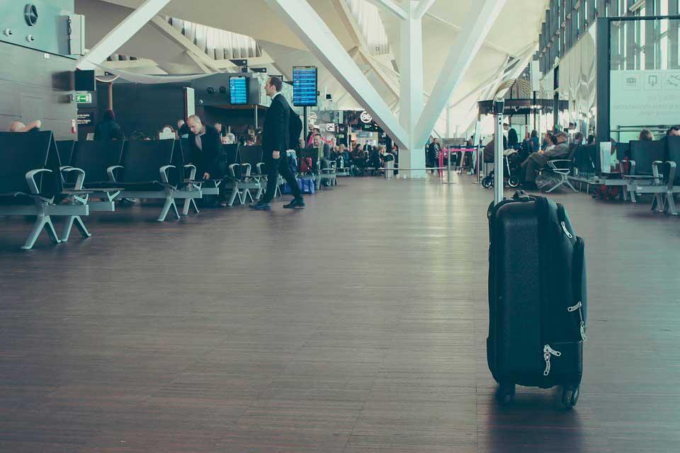 bagagem-sozinha Bagagem extraviada: como evitar, causas frequentes e indenização