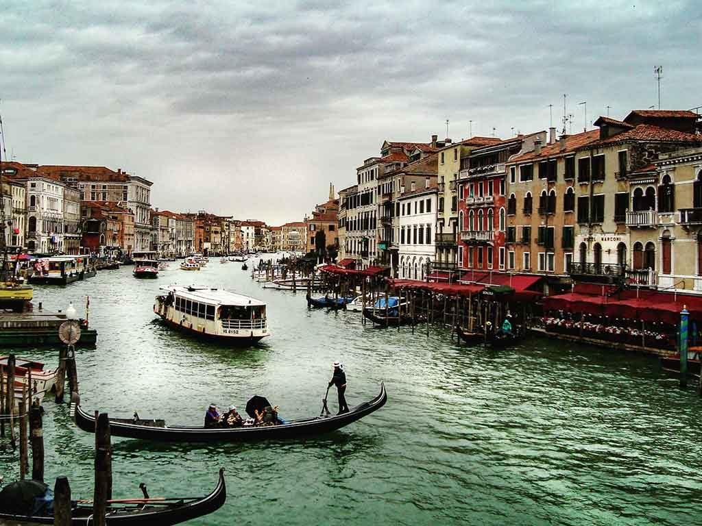 passeio-de-barco-1024x768 Destinos românticos na Europa: para curtir ainda mais o seu amor