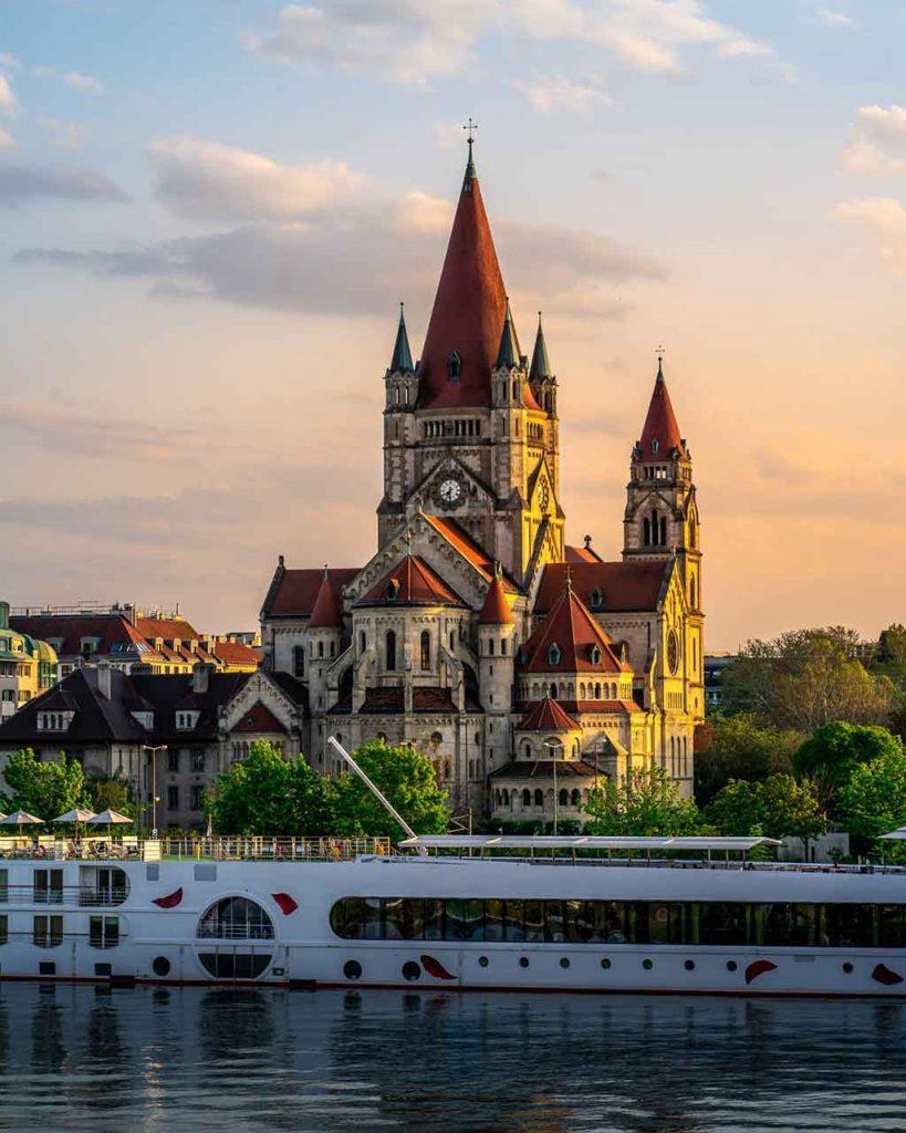 viena-Austria-819x1024 Destinos românticos na Europa: para curtir ainda mais o seu amor