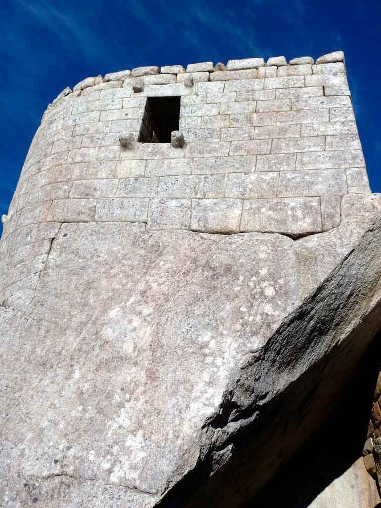 A-pedra-Intihuatana-768x1024 Viagem para Machu Picchu: dicas, o que fazer e quando ir [GUIA]