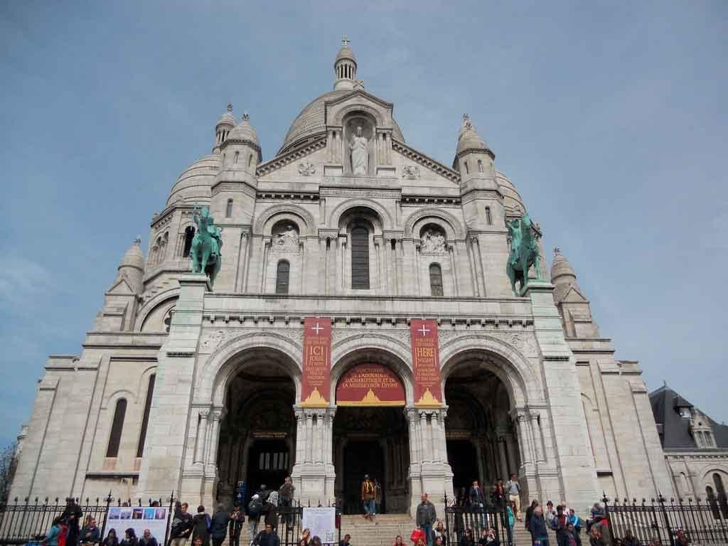Religião-na-França-1024x768 Turismo religiosos no Brasil e no Mundo: 11 rotas para praticar a fé
