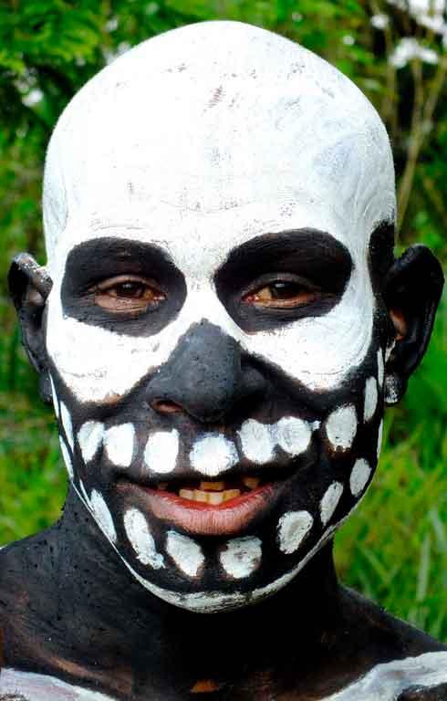 canibalismo-em-Papua-Nova-Guine Viajar para Papua Nova Guiné
