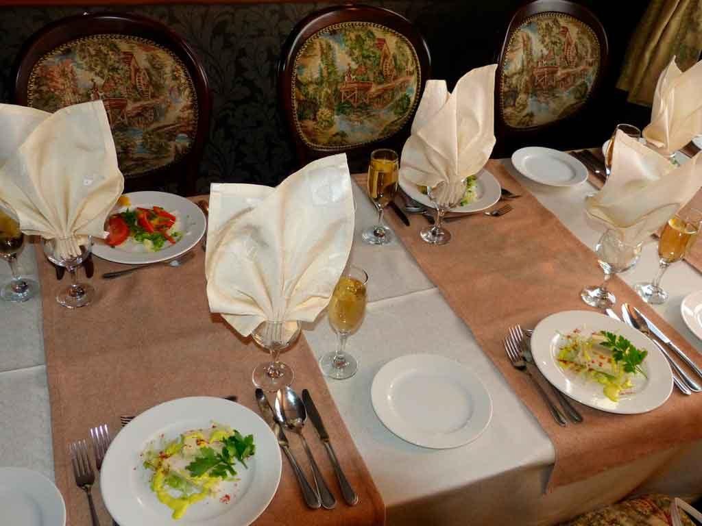 Gastronomia-Russa-1024x768 Turismo na Rússia: quando ir, documentação e cidades turísticas